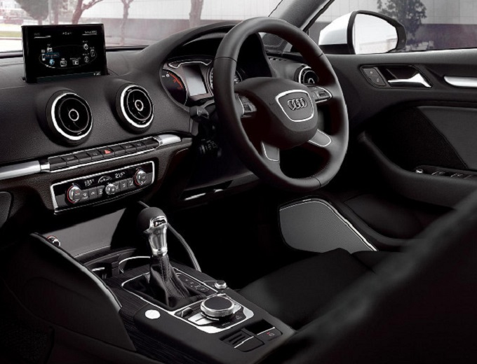 【Audi A3】特別キャンペーン‼■免責補償付き■【無料】空港&ホテル(那覇市内)貸し出し‼ 画像2